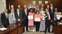 Câmara homenageia mulheres com entrega de diploma