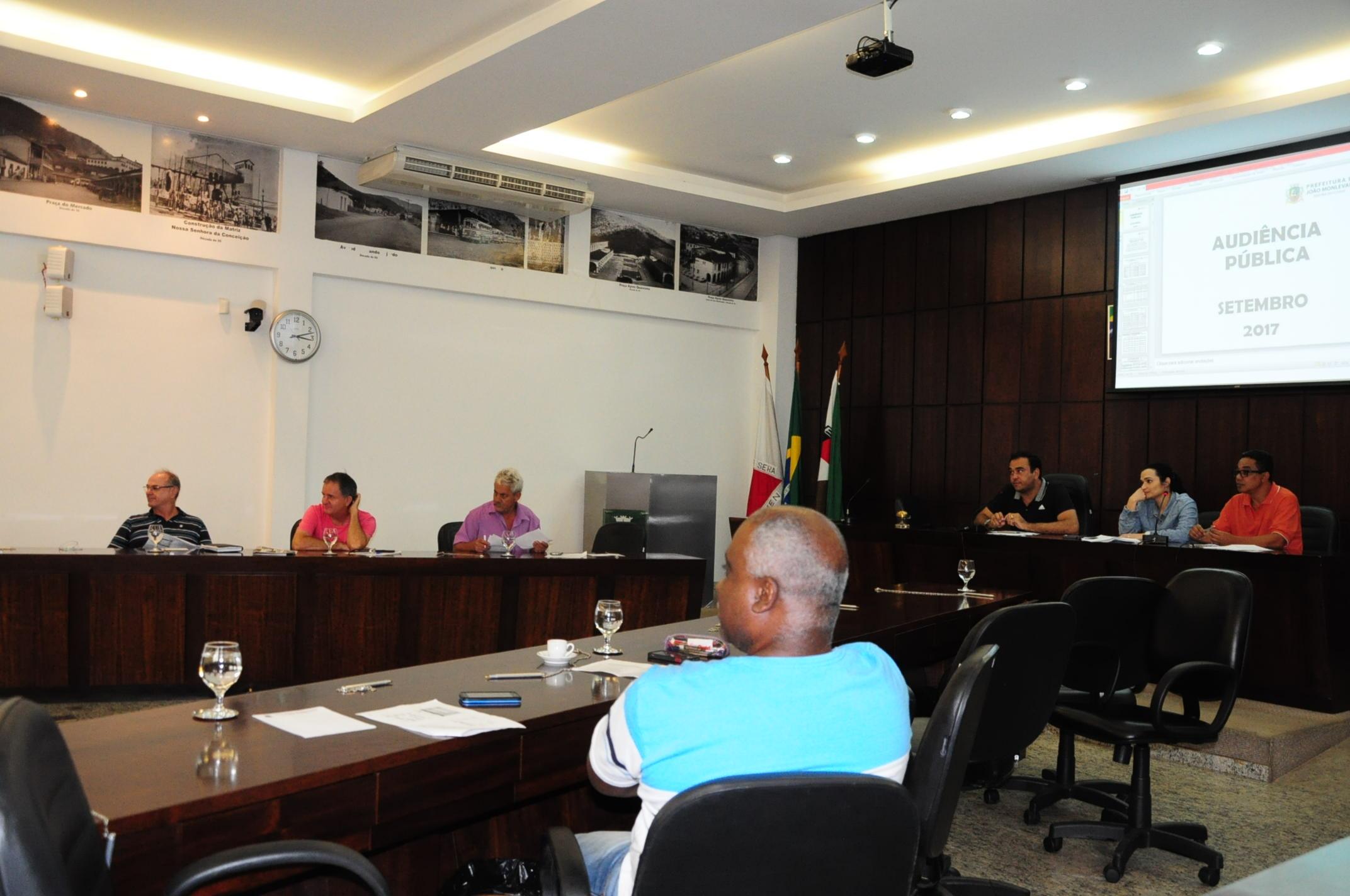 Prefeitura presta contas à Câmara, confirma atraso de ICMS por parte do Estado e pagamento em dia ao servidor