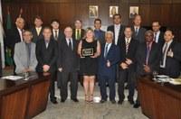 Professora Rosemary Borges recebe diploma de Mérito Desportivo