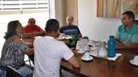 Representantes da comunidade do Novo Cruzeiro entregam abaixo-assinado a vereadores